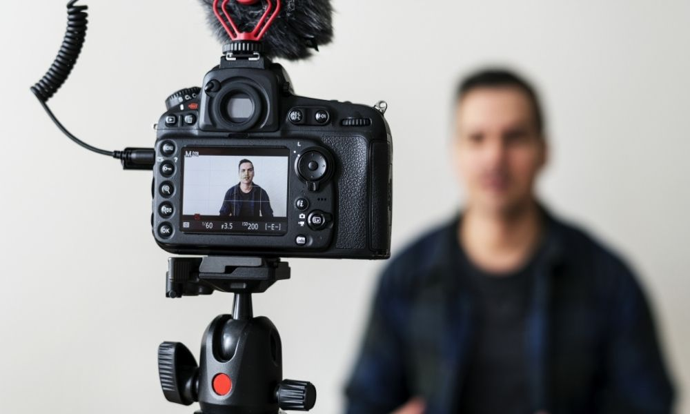 Essential Gear You Need To Start a Vlog
